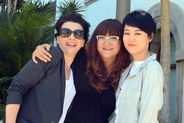 Isabel Coixet, entre Juliette Binoche (i) y Rinko Kikuchi . / DA