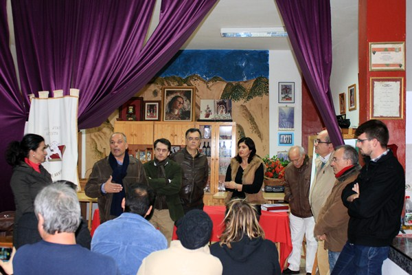 José Joaquín Bethencourt y los dirigentes municipales se reunieron con los vecinos en San Juan. / DA