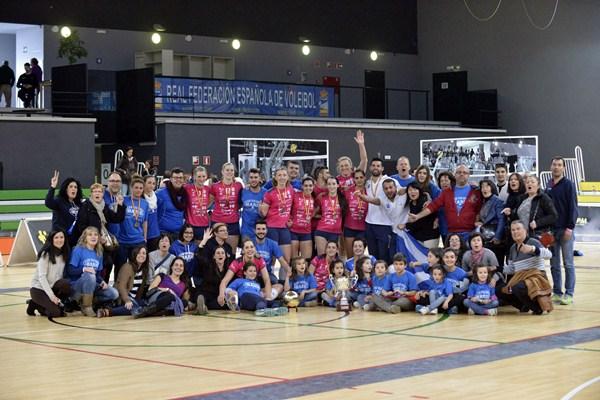 El Fígaro Haris Tenerife se hizo con la Copa de la Superliga Femenina 2. / DA
