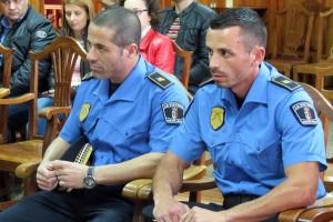 Dos nuevos agentes refuerzan la Policía Local victoriera. / DA