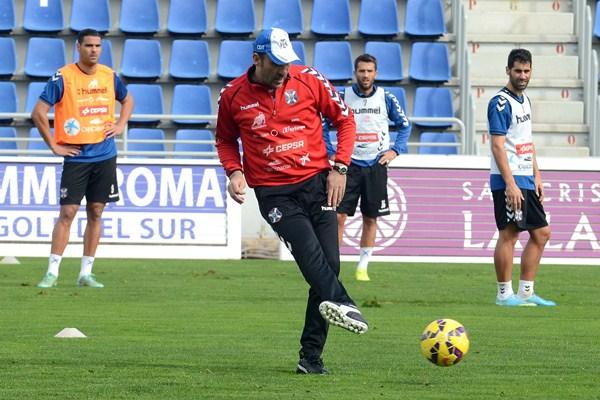 El técnico local ha intensificado el trabajo en los 10 días que lleva al frente del equipo. / SERGIO MÉNDEZ