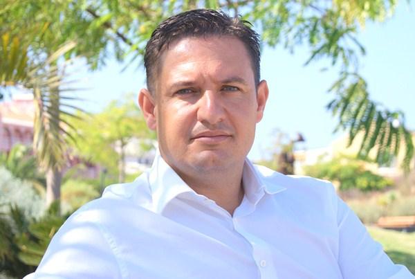 José Julián Mena, candidato del PSOE a la Alcaldía. / DA