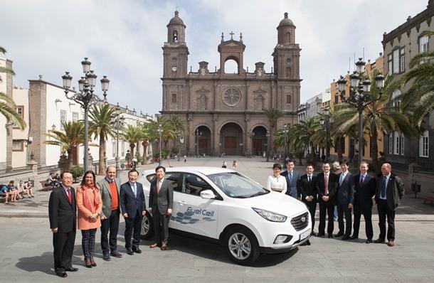 Autoridades con Hyundai ix35 FCEV