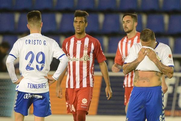 La decepción se apoderó de los blanquiazules tras la última derrota liguera. | SERGIO MÉNDEZ