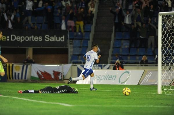 Jugada del 1-0, convertido por Suso Santana. / FRAN PALLERO