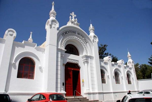 Vista parcial de la fachada del cementerio municipal de Santa Lastenia, en Santa Cruz de Tenerife. / DA