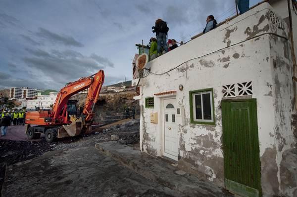 Demolición de viviendas de Cho Vito, en Candelaria. | FRAN  PALLERO