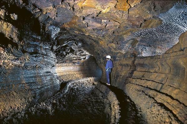 Esta cavidad volcánica tiene una longitud de más de 17 kilómetros, aunque solo pueden ser visitados 200 metros.   DA