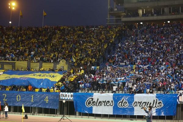 Casi 1.500 hinchas tinerfeños acudieron al último derbi, celebrado en Gran Canaria el pasado 10 de mayo. / G. O.