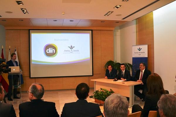 Imagen del momento de la presentación de la plataforma, ayer en la sede de la Autoridad Portuaria. / DA