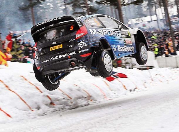 el cambio de rasante cubierto de nieve, con un trofeo en honor al Campeón del Mundo de Rallyes de 1995, Colin McRae, otorgado al piloto que vuela más lejos.
