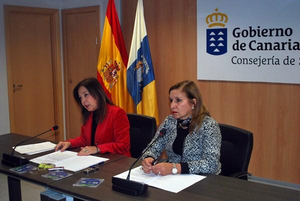 Brígida Mendoza (i) y la directora de Programas Asistenciales, Antonia Pérez, epicentro de las críticas. / DA