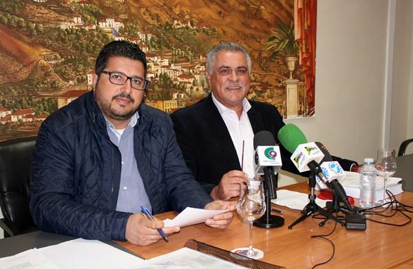 Esteban González y Jaime González Cejas explicaron los detalles del presupuesto en rueda de prensa. / DA
