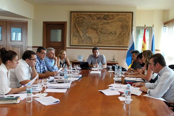 Una reunión de los tres ayuntamientos, en noviembre de 2013, para crear la entidad de conservación. / DA