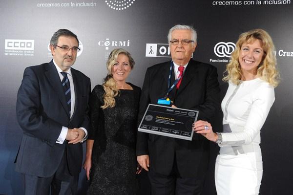 Hans-Joachim Fischer recoge el galardón por el hotel íntegramente accesible. / DA