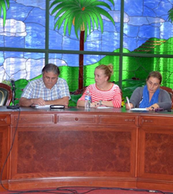 García, Medina y Luis, los tres concejales de AISU en activo. / M.P.P.