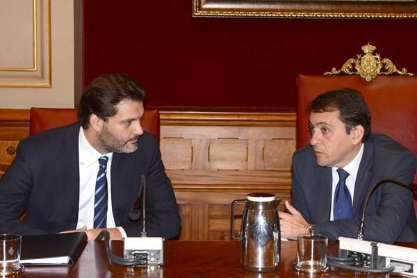 José Ángel Martín y José Manuel Bermúdez, ayer en un momento del pleno. | S. M.