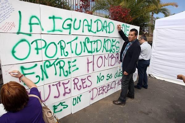 El alcalde del municipio, José Miguel Rodríguez Fraga, apuesta por las políticas de igualdad.   DA