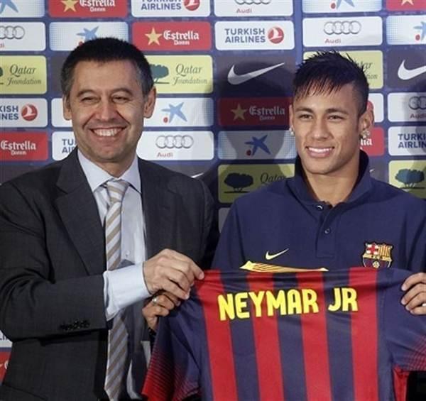Josep María Bartomeu durante la presentación de Neymar. | EP