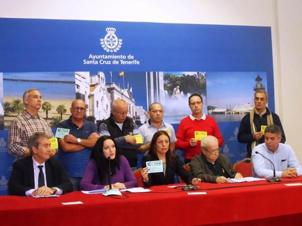 Las siete asociaciones, ayer, junto a Cristina Tavío, en la rueda de prensa ofrecida en el Ayuntamiento. | DA