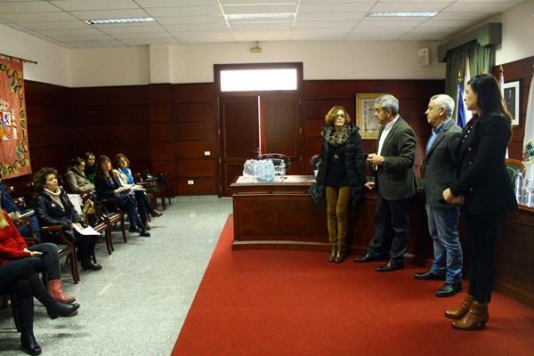 Aurelio Abreu asistió a la presentación del proyecto en el Ayuntamiento de Santa Úrsula, a la que también asistió la alcaldesa, Milagros Pérez (d). / DA
