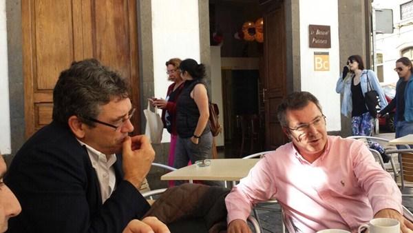 Ríos, con Ignacio González (CCN), en una reunión en Las Palmas. / DA
