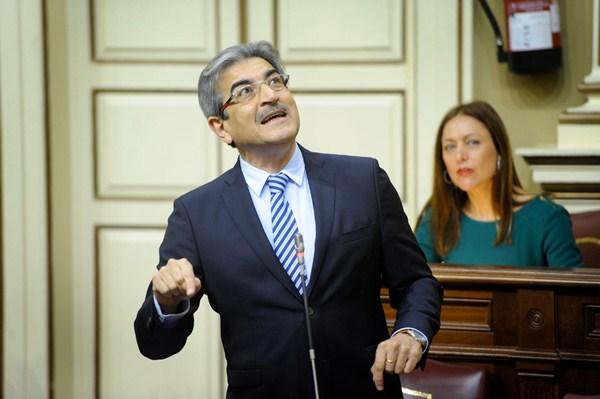 El portavoz de NC, Román Rodríguez, en un pleno. / FRAN PALLERO