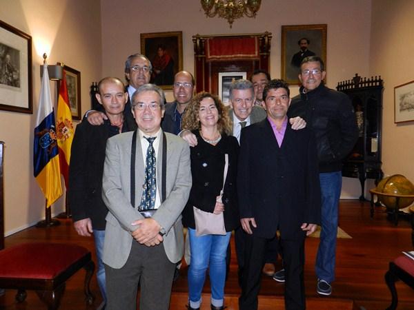 Antonio Alarcó y González Posadas, con los primeros trasplantados de páncreas. / DA