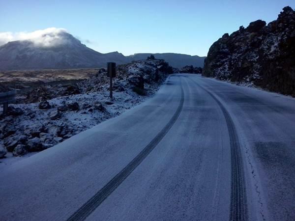 Imagen del Teide nevado esta mañana.   Gmt