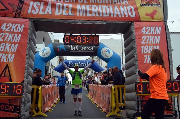 Yeray Durán entra como ganador en la meta de la competición herreña. / DA