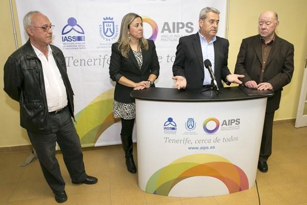 El vicepresidente del Cabildo Aurelio Abreu visitó el nuevo centro junto al alcalde, Macario Benítez, y la concejal María de los Ángeles Rodríguez. /  DA
