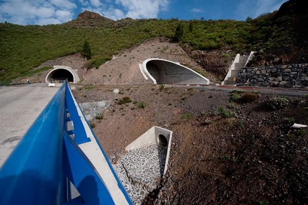 En las próximas semanas se instalarán mallas de protección en la boca del túnel del anillo. / FRAN PALLERO
