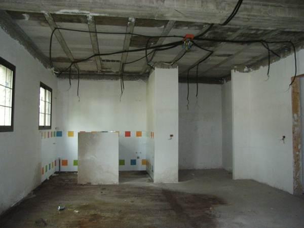Los defectos constructivos detectados en baños y fregaderos, la plaza y salidas de emergencia se elevan a 100.000 euros. | DA