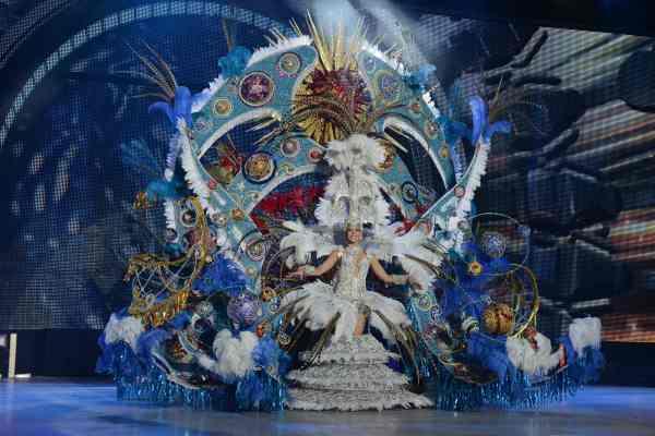Sara Díaz Machín con la fantasía 'Eclipse', un diseño de Expedita Hernández y en representación de Academia de modas Mayjo-Tacoronte y Ferretería Chávez de Guamasa. | S.M.