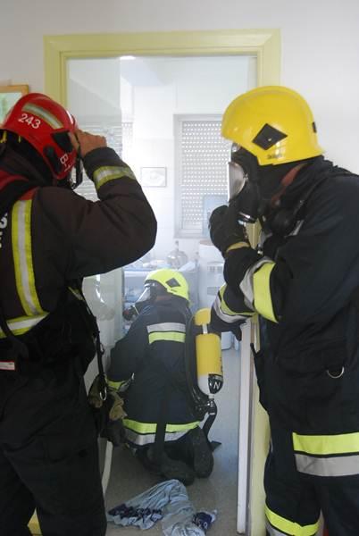 El incendio se originó en el office de la octava planta lado par, lo que obligó a intervenir a los bomberos del Consorcio. | DA