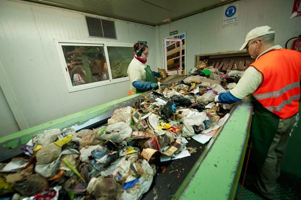 La idea era licitar un nuevo concurso de la gestión de los residuos para los próximos 30 años, aunque aún se está negociando el proyecto. | F. PALLERO