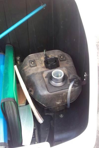 Según el SI, un agente se negó a conducir una moto con el depósito de combustible ubicado en el maletero trasero. / DA