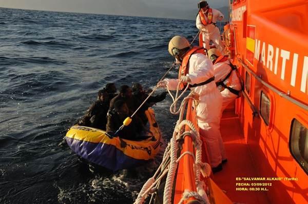 Imagen de archivo del rescate de inmigrantes en aguas del Mediterraneo. | EP