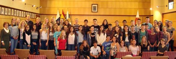 Los alumnos del instituto alemán, durante su visita al Ayuntamiento de Candelaria. / DA
