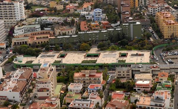 El edificio de la calle de El Pozo fue cerrado en 2009 por los problemas que presenta su estructura. / M. PÉREZ
