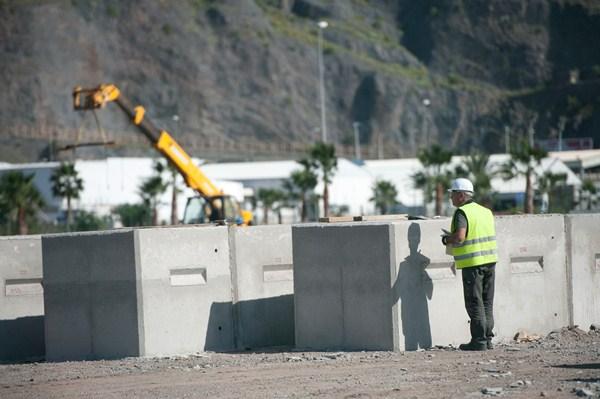 La Dársena Pesquera del puerto capitalino alberga los bloques que componen el dique semisumergido. / F. P.