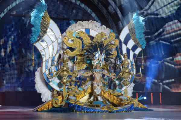 Cristina Corujo Hernández, con la fantasía 'Medieva', diseñada por Javier Caraballero y en representación de Carnaval La Verdellada. | S.M.