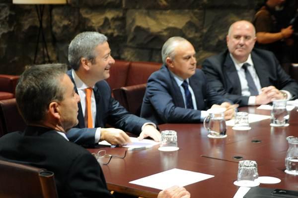 Imagen de la reunión mantenida ayer entre Paulino Rivero y la patronal en Presidencia del Gobierno. | DA