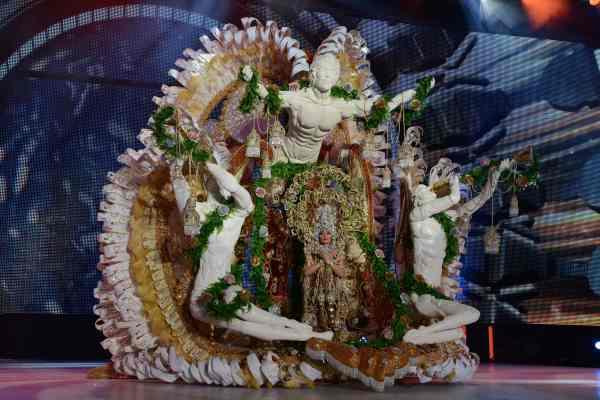 Gabriela Terán Méndez con la fantasía 'Mi Gloria', un diseño de Alexis Santana en representación de Asadores La Villa y Mirador de La Villa. | S.M.