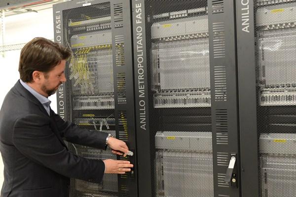 El presidente del Cabildo examina las instalaciones del D-Alix. / S.M.