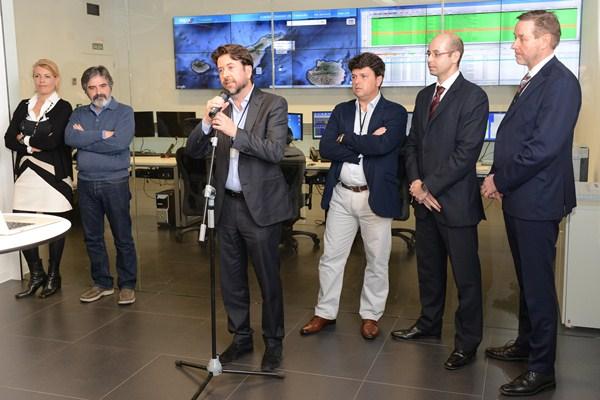 Alonso explicó ayer en Granadilla los detalles de la Red de Autoprestación desplegada por el Cabildo Insular. / SERGIO MÉNDEZ