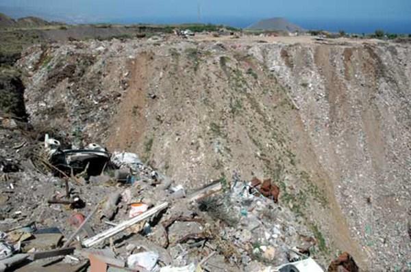 Imagen de archivo de un vertedero ilegal en Güímar. / foro contra la incineración