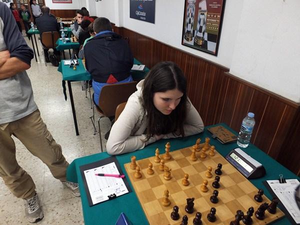 La joven Olga Guniaeva derrotó brillantemente a Luis Aguirre. / J. L. F.