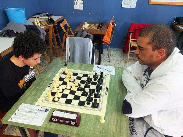 Ethan Rodríguez (CajaCanarias) y Carlos Castilla (La Gomera) hicieron tablas tras un trepidante final. / J. L. F.