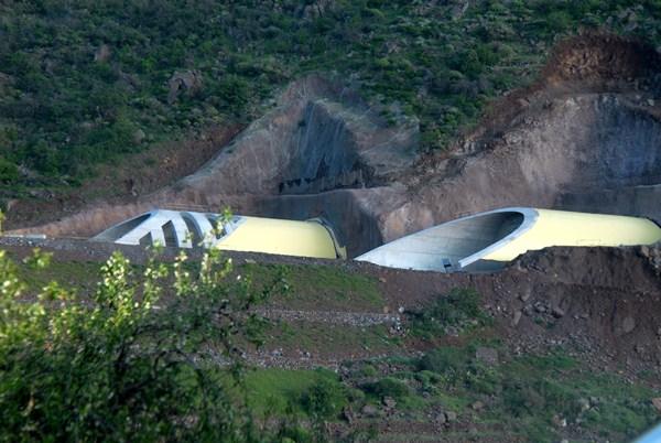 Los defectos se encontraron en la boca del túnel más cercana a Santiago del Teide. / M. P.